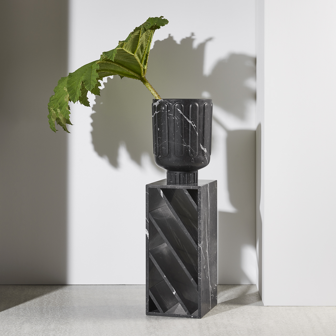 Brick-side-table-marble-Gregoire-de-lafforest-Collection-particuliere1