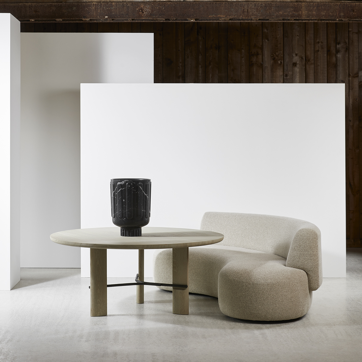 HUB_dining-table-LEK-sofa-Christophe-Delcourt-Collection-Particulière