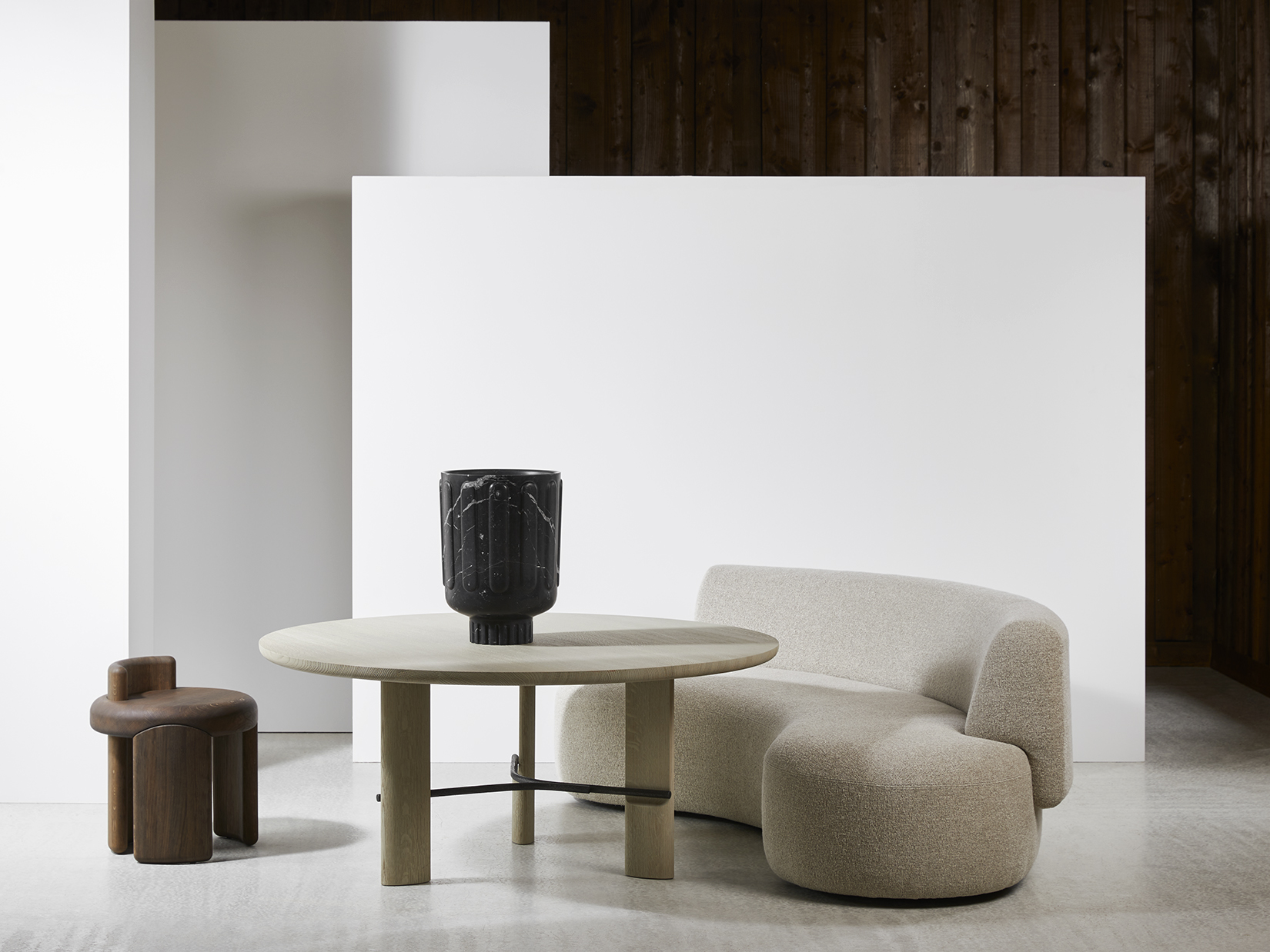 KAFA-stool-Luca-Erba-HUB_dining-table-LEK-sofa-Christophe-Delcourt-Collection-Particulière