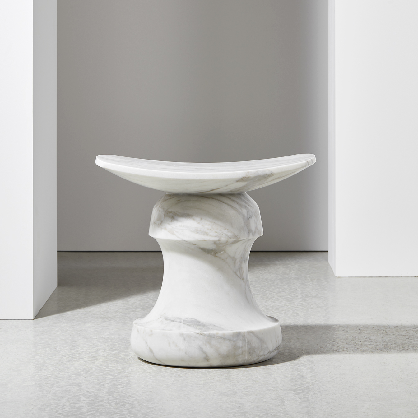 ROI-stool-Calacatta-Christophe-Delcourt-Collection-Particulière