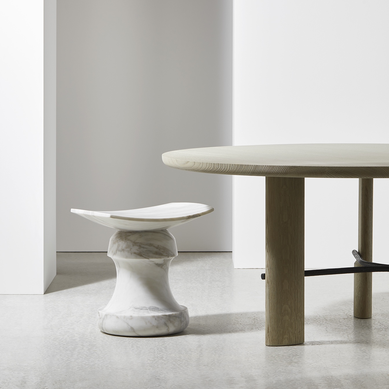 ROI-stool-calacatta-marble-Christophe-Delcourt-Collection-Particulière