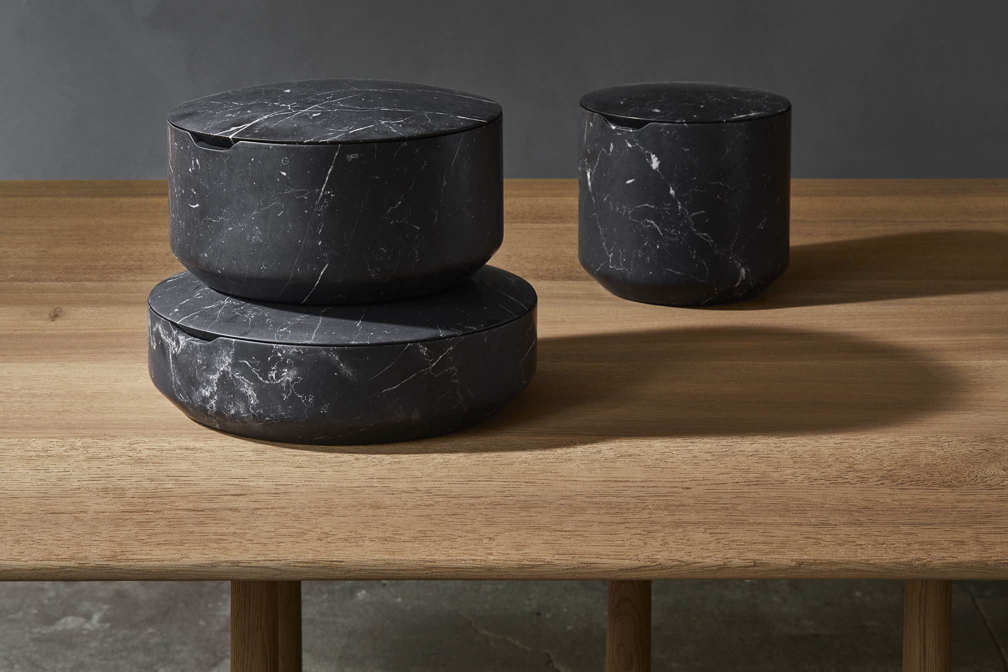 CAIRN-CONTAINERS-NERO-MARQUINA-DESIGN-CHRISTOPHE-DELCOURT-COLLECTION-PARTICULIERE