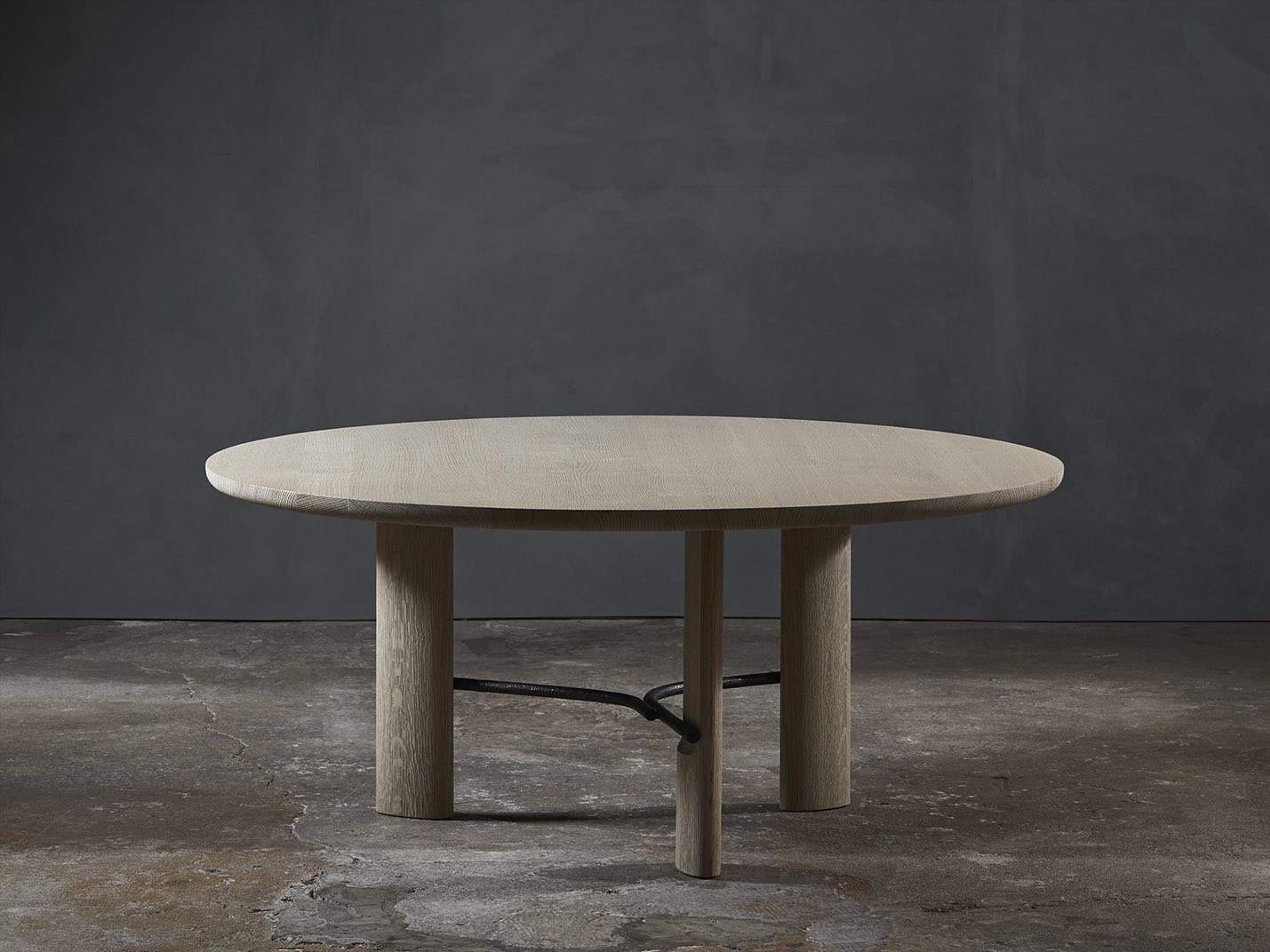 HUB-low-dining-table-Christophe-Delcourt-Collection_Particuliere