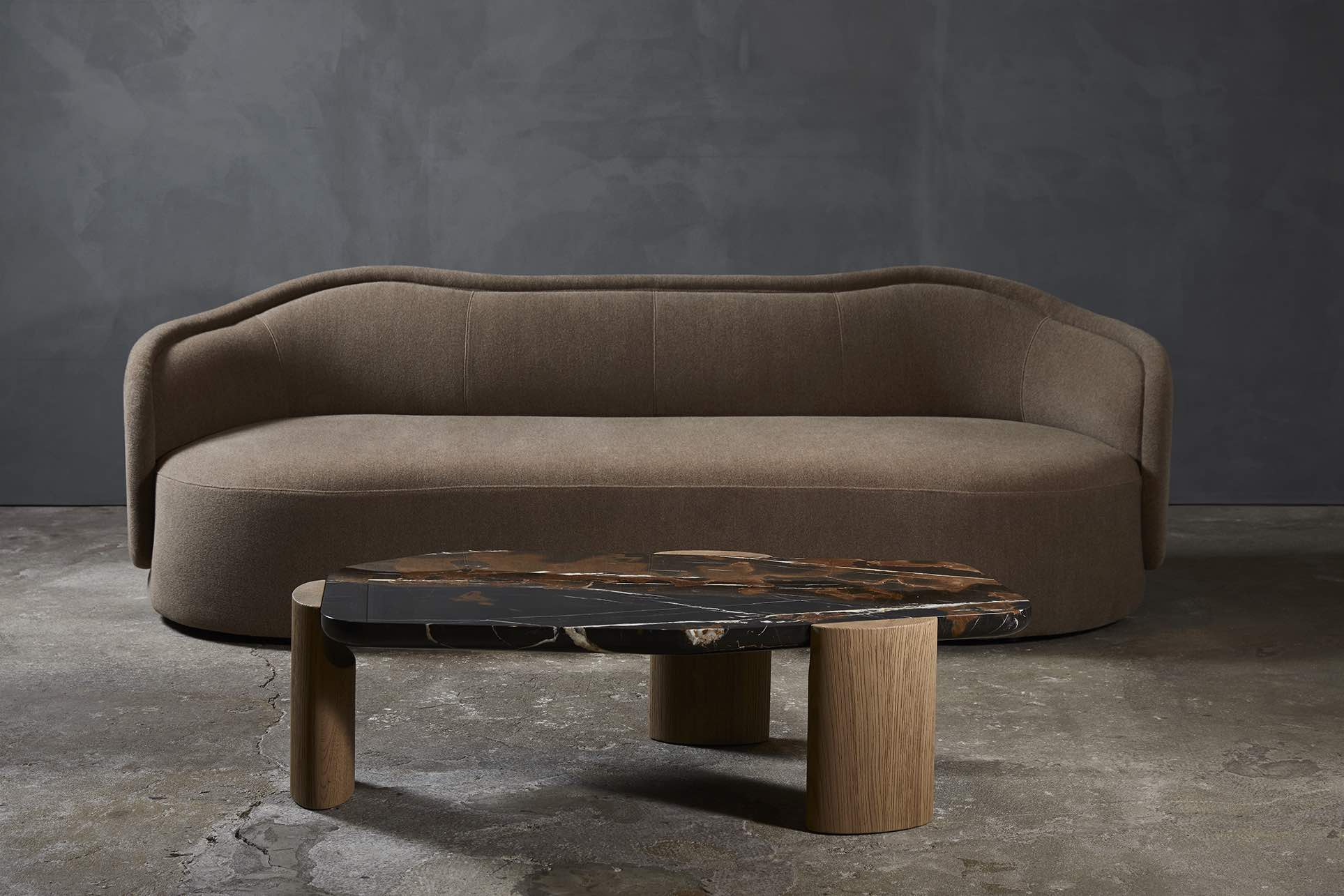 LOB-lowtable-black-and-gold-brushed-oak-Christophe-Delcourt-Collection_Particuliere
