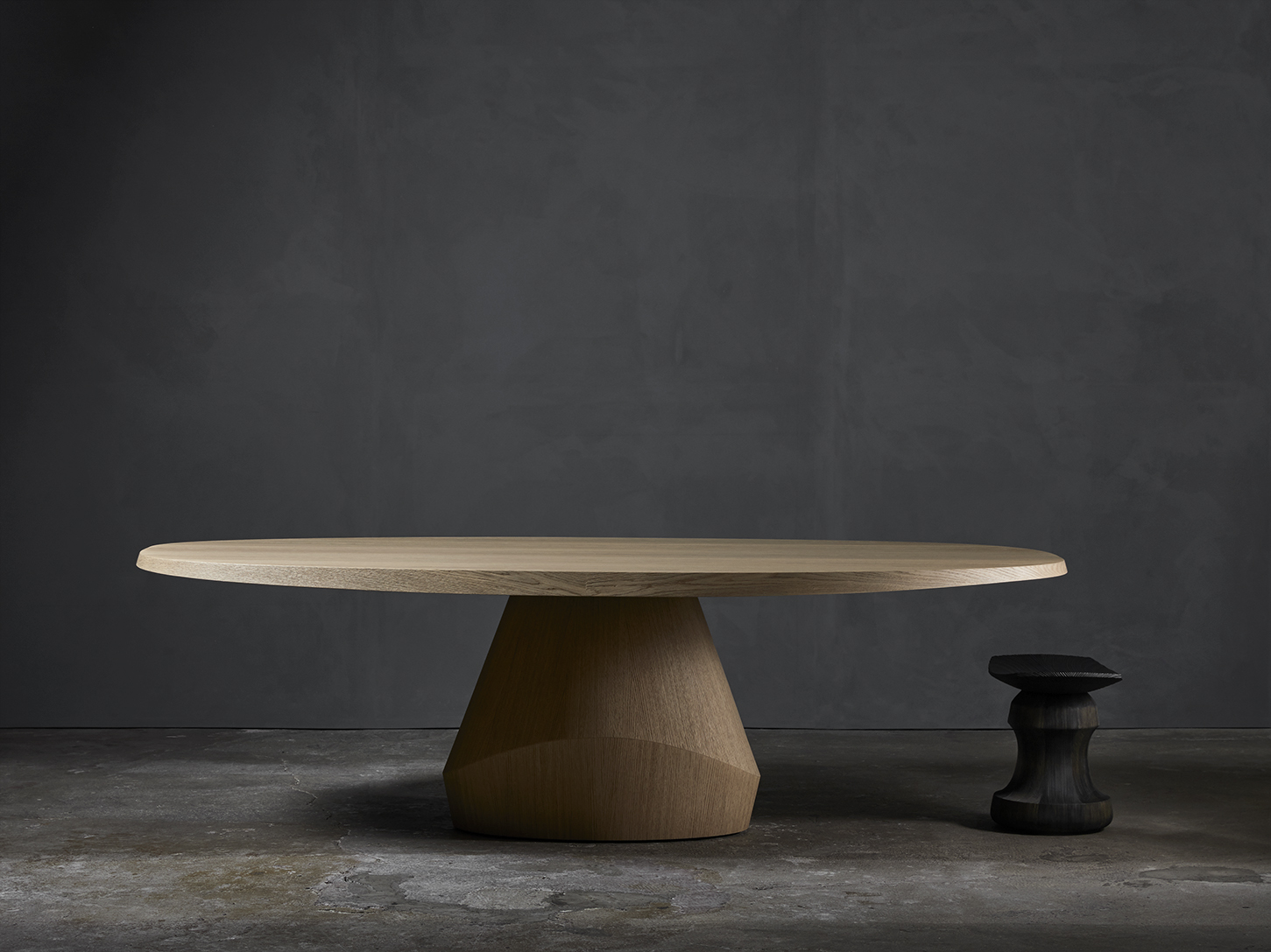 ROI-stool-christophe-delcourt-YAB-dining_table-Yabu_Pushelberg4-Collection_Particuliere