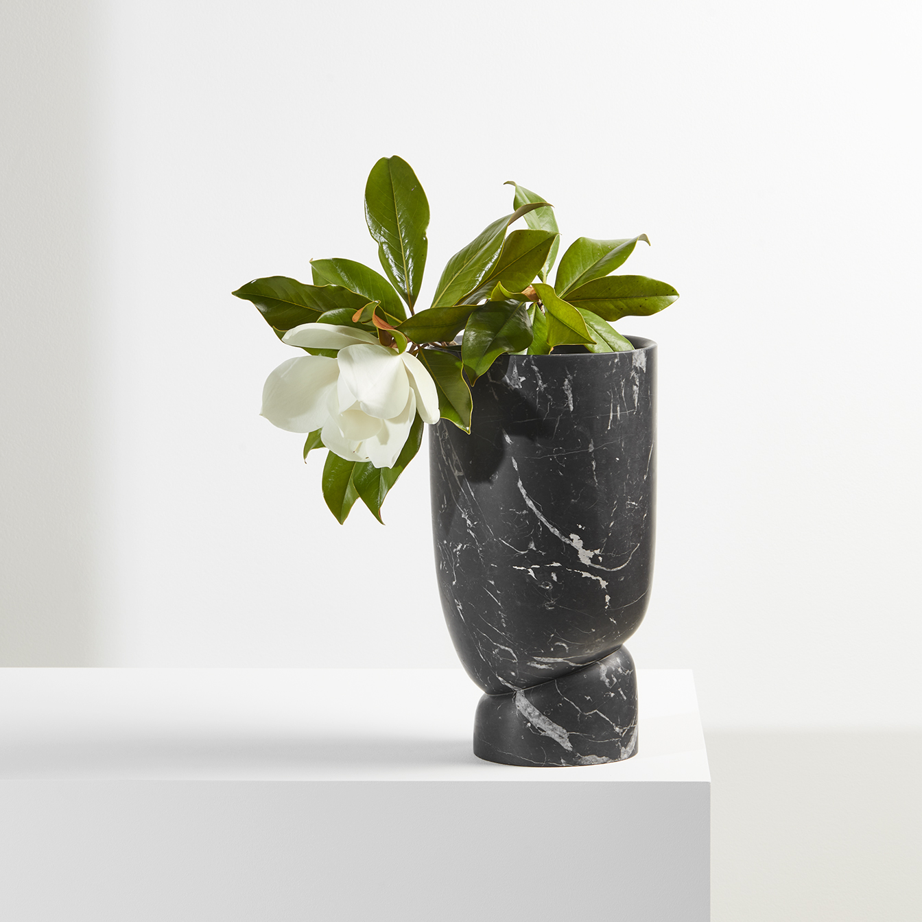 TIME-LESS-VESSELS-design-Dan_Yeffet-Nero-Marquina-marble-Collection_Particulière