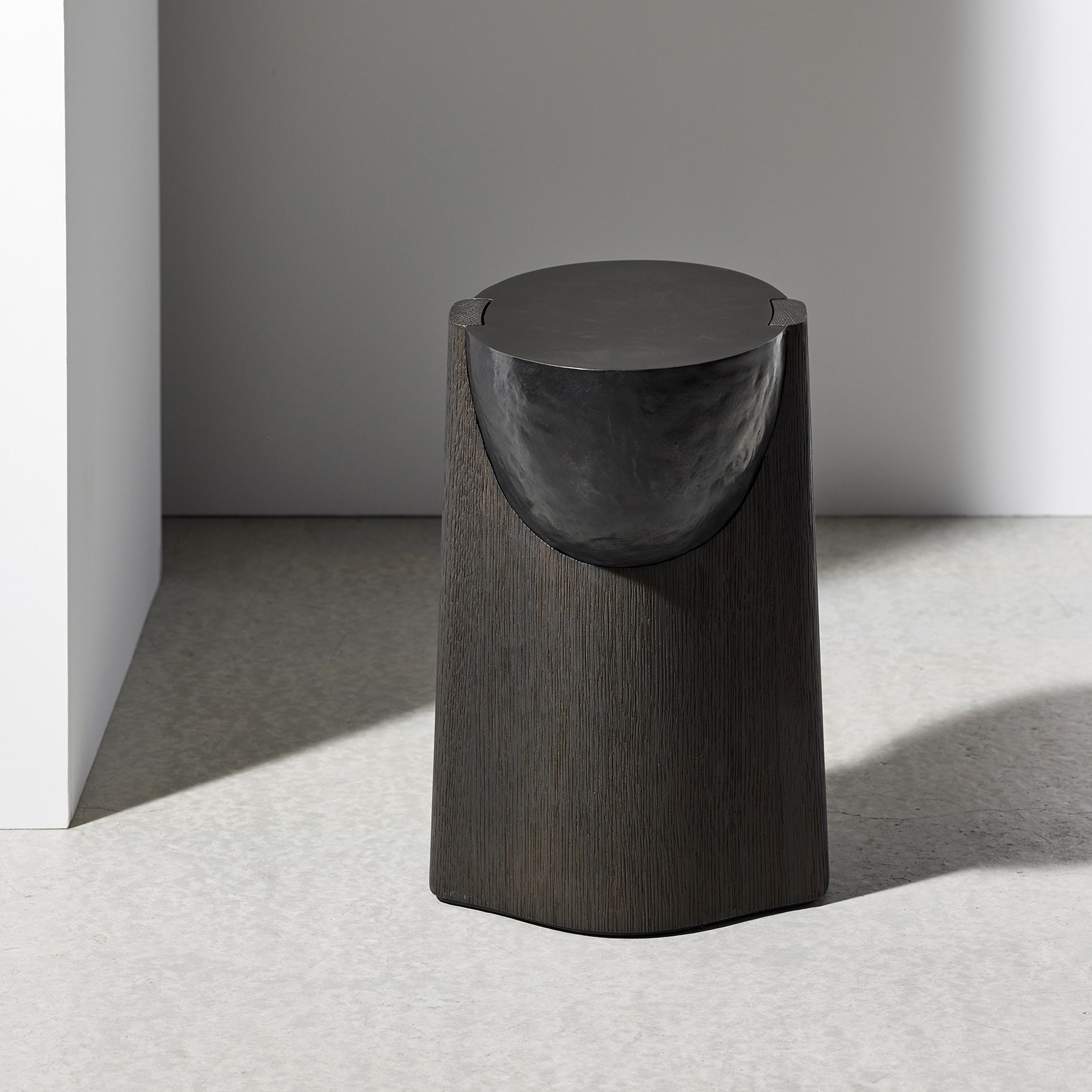 AKRA-sidetable-design-dan-yeffet-collection-particuliere