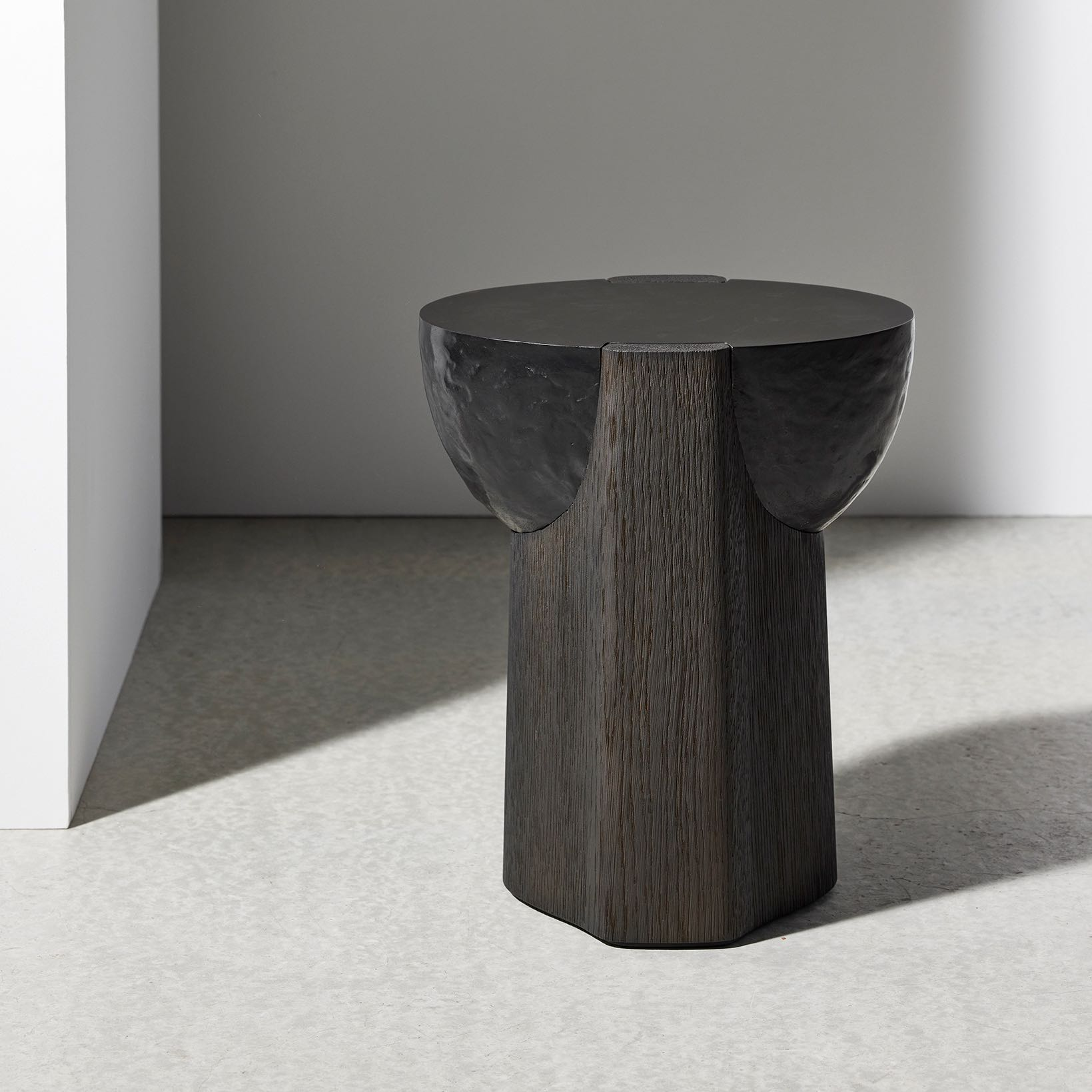AKRA-sidetable-dan-Yeffet-Collection-Particuliere
